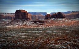 Valle del monumento, Utah, colline Neve-macchiate nell'inverno Fotografia Stock Libera da Diritti