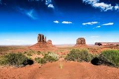 Valle del monumento y cielo azul Fotos de archivo