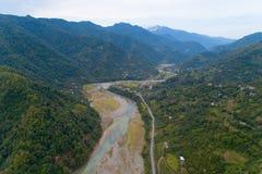 Valle del río Ajaristskali de la montaña en Georgia imagen de archivo