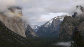 Valle del Yosemite dalla vista del traforo Fotografia Stock