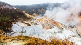 Valle dell'inferno di Jigokudani in Noboribetsu fotografia stock libera da diritti