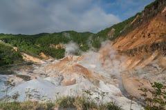 Valle dell'inferno di Jigokudani, Noboribetsu, prefettura di Hokkaido, Giappone fotografia stock libera da diritti