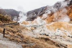 Valle dell'inferno di Noboribetsu Jigokudani: La valle del vulcano ha ottenuto il suo nome dall'odore solforico fotografia stock libera da diritti