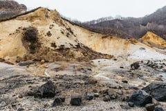 Valle dell'inferno di Noboribetsu Jigokudani: La valle del vulcano ha ottenuto il suo nome dall'odore solforico immagine stock