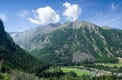 Valle della montagna fotografie stock libere da diritti