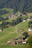 Valle della montagna in alpi austriache in estate Immagini Stock