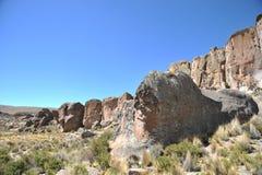 Valle della montagna conosciuta per le pitture di caverna antiche con le immagini degli animali fotografia stock