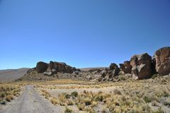 Valle della montagna conosciuta per le pitture di caverna antiche con le immagini degli animali immagine stock libera da diritti
