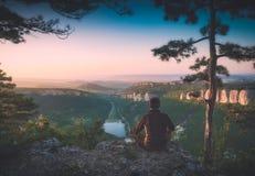 Valle della montagna della Crimea ad una luce di alba Stylizat di Instagram fotografia stock libera da diritti