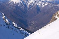 Valle della montagna di inverno Fotografie Stock Libere da Diritti