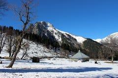 Valle della montagna di Snowy nel Kashmir in India Immagini Stock