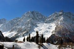 Valle della montagna di Snowy a Sonmarg, Kashmir in India Immagini Stock