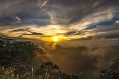 Valle della montagna durante il tramonto Immagini Stock Libere da Diritti