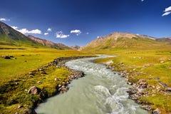 Valle della montagna nel Kirghizstan immagine stock libera da diritti