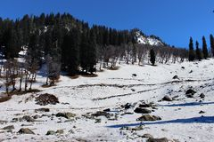 Valle della montagna della neve di inverno Immagini Stock