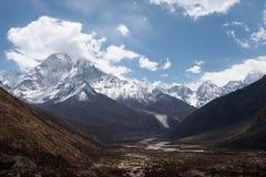 Valle della montagna, traccia del Everest, Nepal Fotografie Stock Libere da Diritti