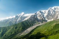 Valle della moraine del ghiacciaio di Caucaso, cresta principale di Caucaso, Adishi, Svaneti, Georgia fotografia stock