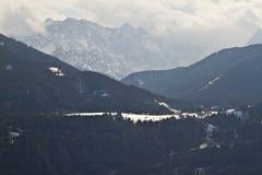 Valle della neve e scogliere di Julian Alps Immagini Stock