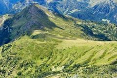 Valle delle montagne del passaggio di Giau a luce del giorno fotografia stock libera da diritti