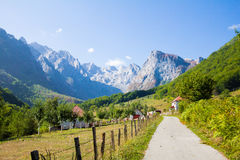 Valle delle montagne del villaggio della città Fotografia Stock Libera da Diritti