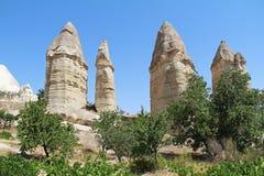 Valle di amore nel villaggio di Goreme, Turchia Paesaggio rurale di Cappadocia Case di pietra in Goreme, Cappadocia Immagine Stock Libera da Diritti