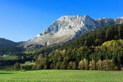 Valle di Atxondo con la montagna di anboto Fotografia Stock Libera da Diritti