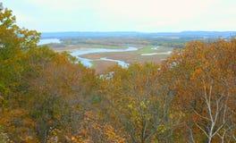 Valle di Autumn Foliage And Trempeleau River Fotografia Stock