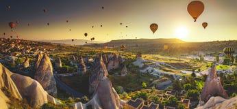 Valle di Cappadocia ad alba Fotografia Stock