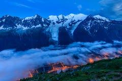 Valle di Chamonix-Mont-Blanc nella sera france Fotografie Stock