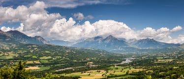 Valle di Champsaur e fiume di Drac con le nuvole, alpi francesi Immagine Stock Libera da Diritti