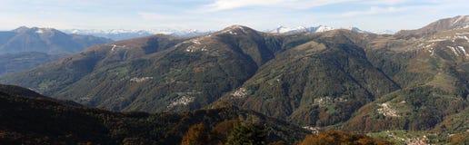 Valle di Colla e le alpi svizzere Immagine Stock