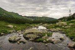 Valle di Gasienicowa a giugno Montagne di Tatra poland fotografie stock libere da diritti