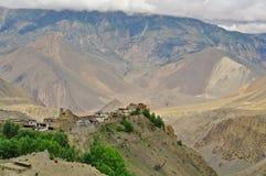 Valle di Kali Gandaki sopra Jomson: Villaggio di Jharkot immagine stock