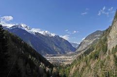 Valle di Otztal & villaggio di Umhausen Immagini Stock