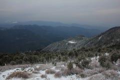 Valle e colline vedute da Thade Pati, Helambu, Nepal Nuova neve Fotografie Stock Libere da Diritti