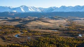 Valle e montagna, montagne di Altai, cresta di Chuya, Siberia ad ovest Fotografie Stock Libere da Diritti