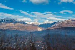 Valle e montagne Immagini Stock