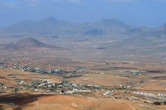 Valle e montagne su Fuerteventura, isla color giallo canarino Immagine Stock Libera da Diritti