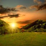 Valle e tramonto della montagna Fotografie Stock Libere da Diritti