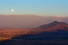 Valle en la puesta del sol Foto de archivo libre de regalías