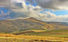 Valle en la región de Shamakhi de Azerbaijan foto de archivo