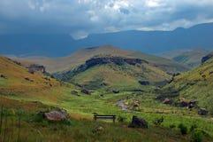 Valle en las montañas de Drakensberg, RSA de Bushmans fotografía de archivo libre de regalías
