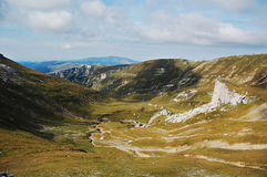 Valle en las montañas 2 de Bucegi Imagen de archivo