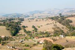 Valle entre las montañas Fotografía de archivo libre de regalías