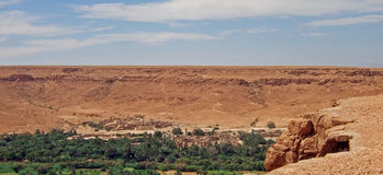 Valle fertile nel deserto Fotografia Stock Libera da Diritti