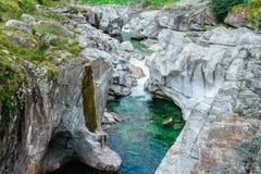 Valle il Ticino Svizzera di Verzasca Fotografie Stock Libere da Diritti