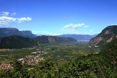 Valle italiana dell'alpe vicino a Bolzano Fotografia Stock