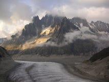 Valle Mer de Glace del ghiacciaio nelle alte montagne Fotografie Stock Libere da Diritti