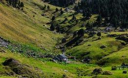 Valle montañoso Fotos de archivo libres de regalías