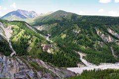 Valle in montagne di Sayan, vicino al confine del Russo-Mongolian nell'est fotografia stock
